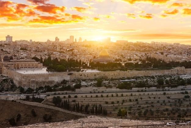 Jerusalem stadt bei sonnenuntergang Premium Fotos