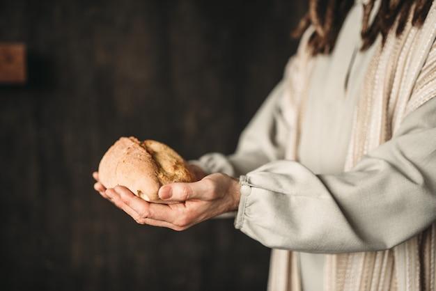 Jesus christus mit brot in den händen, heiliges essen Premium Fotos