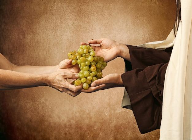 Jesus gibt einem bettler trauben Premium Fotos