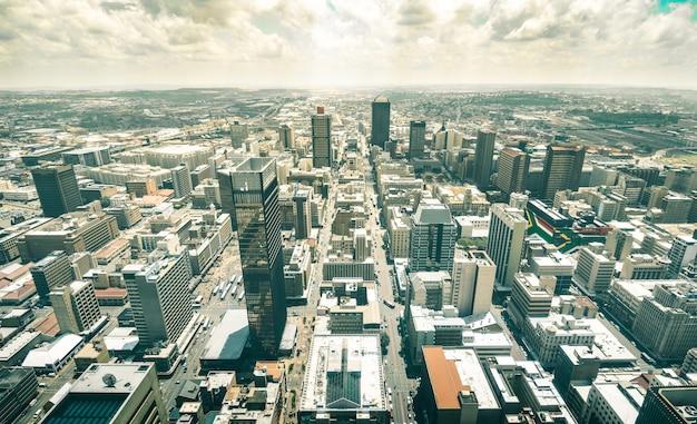 Johannesburg-skyline vor sonnenuntergang Premium Fotos
