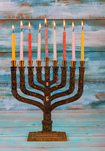 Jüdische feiertag hannukah symbole - menora Premium Fotos