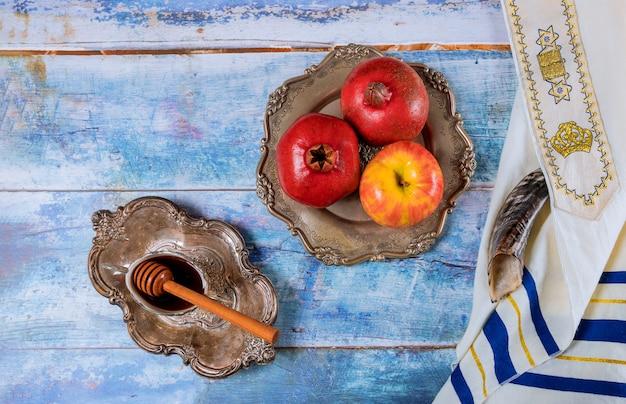 Jüdischer feiertag rosch haschana honig und äpfel mit granatapfel Premium Fotos