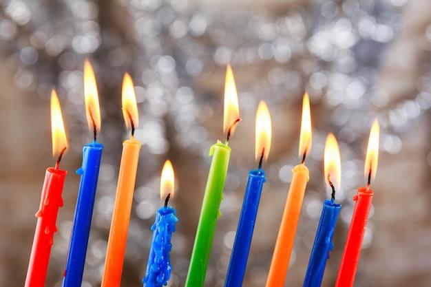 Jüdischer feiertag tallit, der chanukka-kerzenfeier beleuchtet Premium Fotos