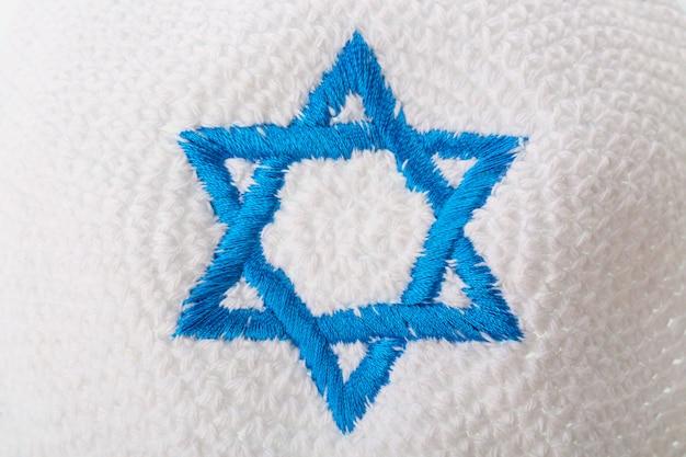 Jüdischer hut mit israelischem davidstern. Premium Fotos