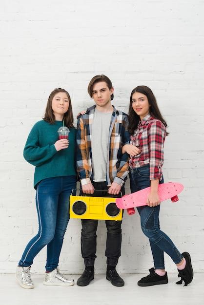 Jugendliche mit skateboard Kostenlose Fotos