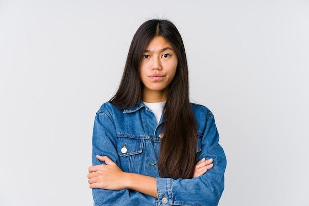 Junge asiatische frau unglücklich, in camera schauend mit sarkastischem ausdruck. Premium Fotos