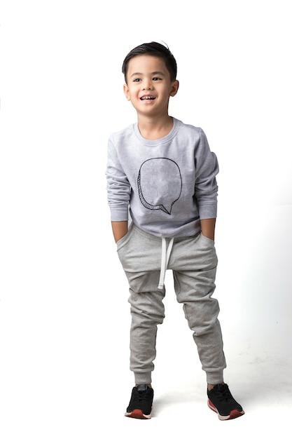 Junge auf getrenntem hintergrund Premium Fotos