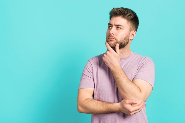 Junge denkt nach Kostenlose Fotos
