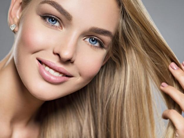 Frau blonde augen haare blaue Lange Blonde