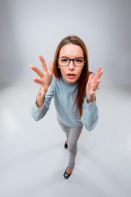 Junge geschäftsfrau in gläsern Kostenlose Fotos
