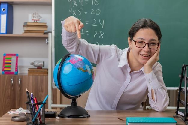 Lehrerin Respektlos Auf Brille Gespritzt