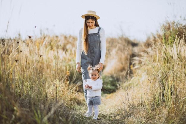 Mutter, Tochter Teilen Jungen