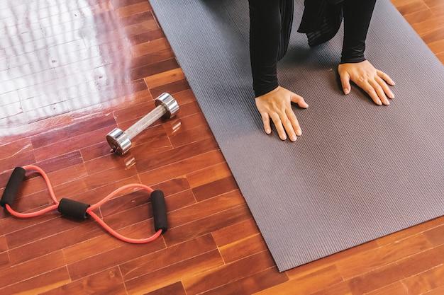 Junge sportliche yogi yoga frau Premium Fotos
