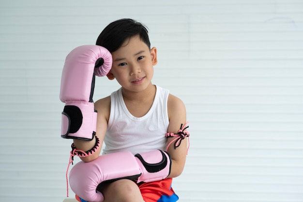 Jungen lernen muay thai Premium Fotos