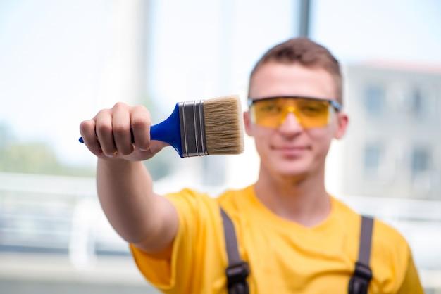 Junger bauarbeiter im gelben overall Premium Fotos