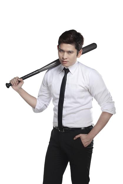 Junger geschäftsmann, der baseballschläger hält Premium Fotos