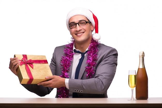 Junger geschäftsmann, der weihnachten im büro feiert Premium Fotos