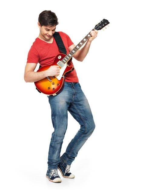 Junger gitarrist spielt auf der e-gitarre mit hellen gefühlen, isoliert auf weißer wand Kostenlose Fotos