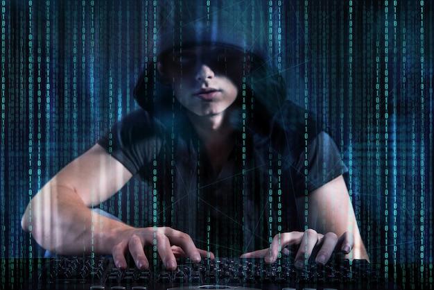 Junger hacker im digitalen sicherheitskonzept Premium Fotos