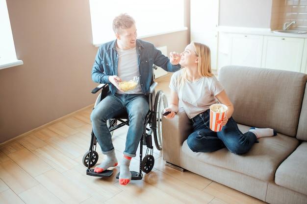 Ehemann Filme Ehefrau Junger Kerl