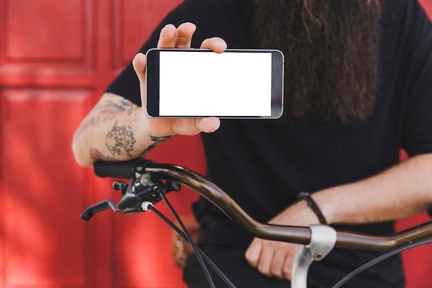 Junger mann mit dem fahrrad, das handyschirm zeigt Kostenlose Fotos