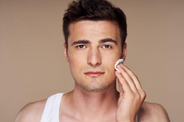 Junges hübsches manngesichtsporträt, hautpflege Premium Fotos