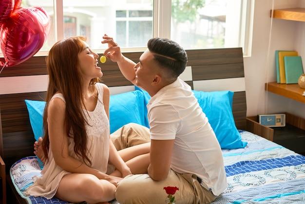 Online-dating-profile für jungs schneiden und paate