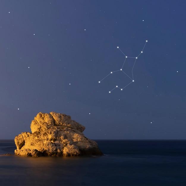 Jungfrauenkonstellation in einer schönen sternenklaren nacht Kostenlose Fotos