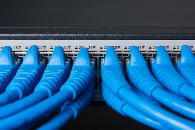 Kabel-patchkabel und switching hub, lan concept Premium Fotos