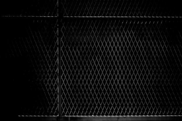 Käfigmetallnetz im dunkeln Premium Fotos