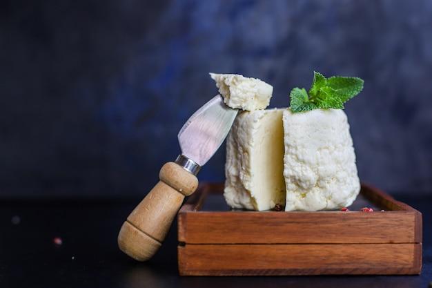 Käsekopf und scheiben weich eingelegt Premium Fotos