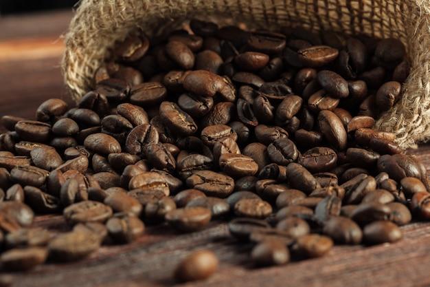Kaffee auf grunge aus holz Premium Fotos