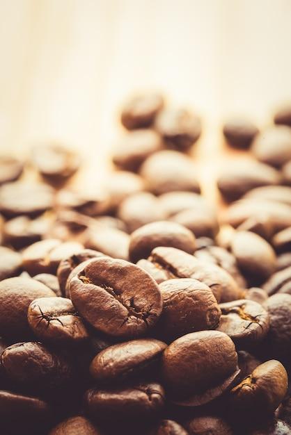 Kaffee auf hölzernem hintergrund des schmutzes Premium Fotos