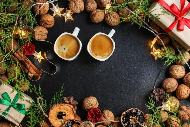 Kaffee, neujahr, weihnachten hintergrund oder weihnachten festlich Premium Fotos