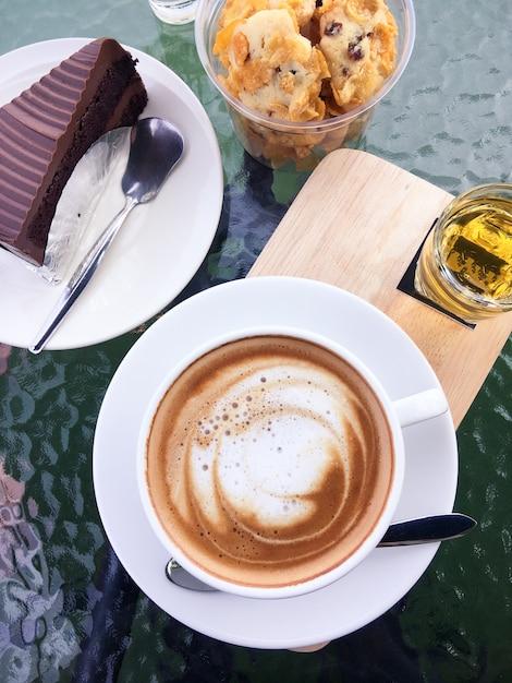 Kaffee und kuchen schokolade Kostenlose Fotos