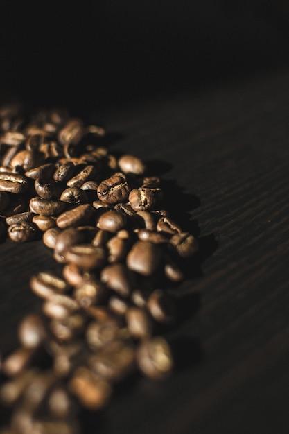 Kaffeebohnen in zufälliger form Kostenlose Fotos