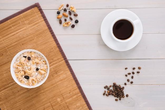 Kaffeetasse mit hafermehl in der schüssel Kostenlose Fotos