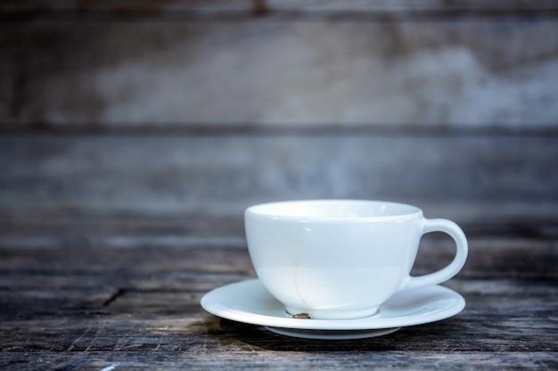 Kaffeetasse mit wandhintergrund. Premium Fotos