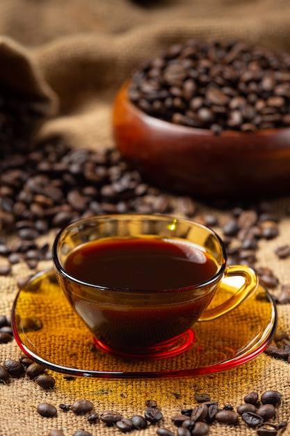 Kaffeetassen und bohnen, internationales kaffeetagskonzept Kostenlose Fotos