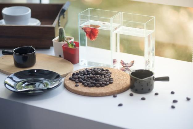 Kaffeezeit glücklich Premium Fotos