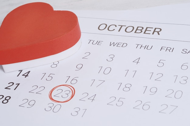 Kalender mit geschenkbox. Premium Fotos