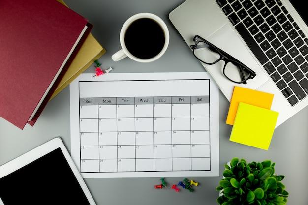 Kalenderplan monatlich geschäfte oder aktivitäten durchführen. Premium Fotos