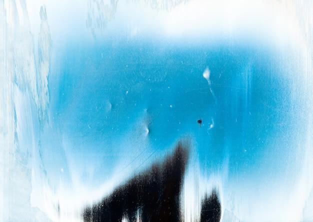 Kalter abstrakter hintergrund. schneerahmen. blauweiße verwitterte oberfläche mit staubkratzern korngeräusch tintenpinsel streicht kunstmuster mit mittelkopieraum. Premium Fotos