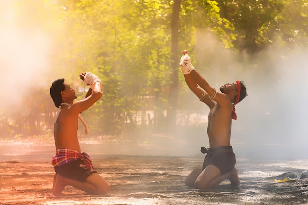 Kampfkünste von muay thai, thailändisches boxen, muay thai Premium Fotos