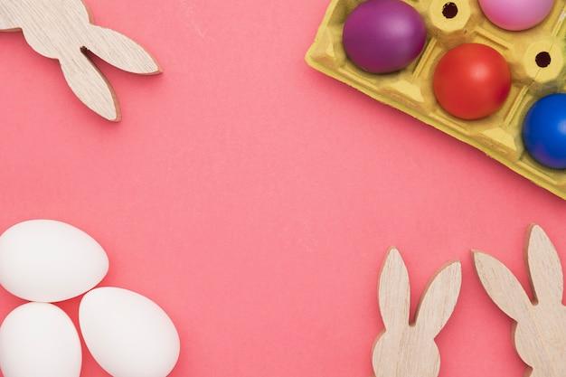Kaninchendekoration und eier zum malen vorbereitet Kostenlose Fotos