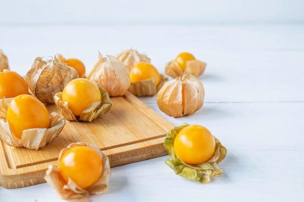 Kap-stachelbeerfrucht für gesundheit Premium Fotos