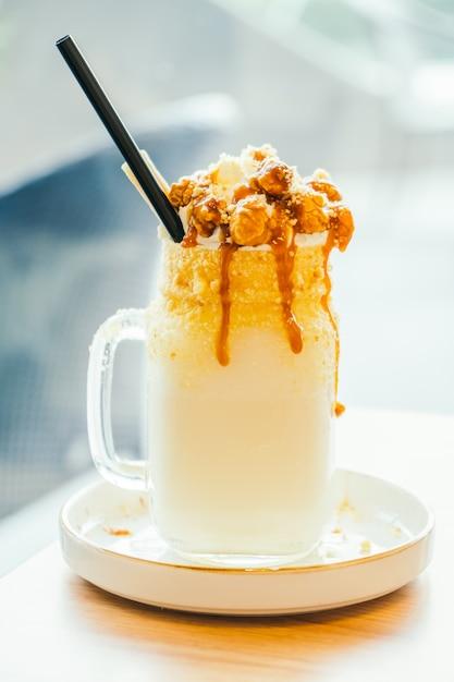 Karamellmilch schütteln Glas Premium Fotos