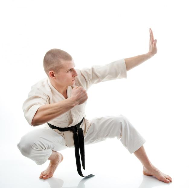Karate. mann im kimono Premium Fotos