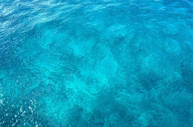 Karibische perfekte türkiswasserbeschaffenheit Premium Fotos