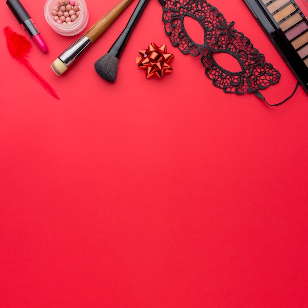 Karnevalsmaske und make-up-set mit textfreiraum Kostenlose Fotos
